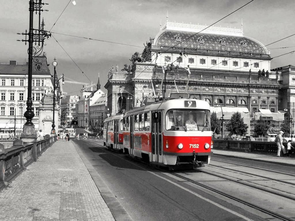 tram-246682_1280